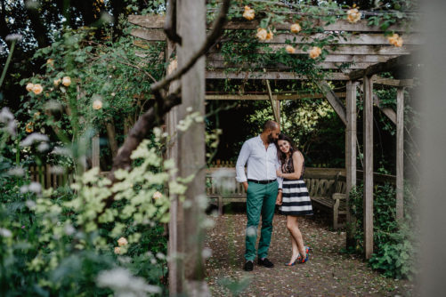 V+B-mamaphoto-london-engagement-session-94
